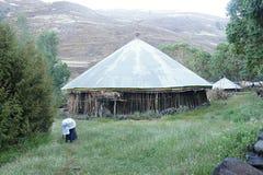 Boning av infödingar nära det Ambikwa lägret, Simien berg arkivbild
