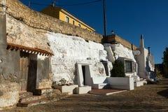 Boninghus-grottor som byggs in i, vaggar Chinchilla de Monte-Ar Arkivbilder