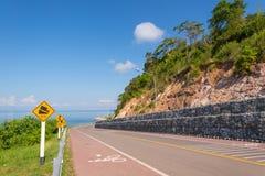 Bonito da pista de bicicleta ao longo do mar Fotografia de Stock
