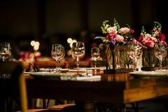 Bonito e luxo floresce ajustes para eventos especiais e HOL imagens de stock