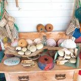 Bonito estabelecido em uma tabela da casa de praia foto de stock royalty free