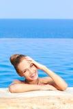 Bonito na piscina com espaço da cópia Fotos de Stock