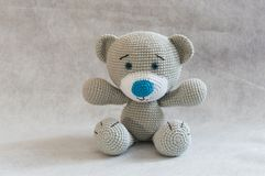 Bonito pequeno faz crochê o brinquedo do urso Fotografia de Stock Royalty Free