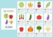 2018 bonitos calendar páginas com caráteres de sorriso dos vegetais e mão retro da fonte fina escrita Imagens de Stock