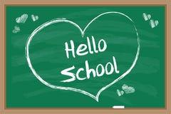 Bonjour école Coeur dessiné par craie avec l'inscription Tableau noir vert Images stock
