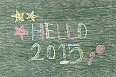 Bonjour 2015 écrit sur le conseil en bois à l'aide de la craie Image libre de droits