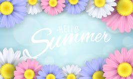 Bonjour été Bannière saisonnière Fleurs multicolores sur un fond bleu-clair Bokeh d'éclat Texte calligraphique Vecteur Illustrati Images libres de droits