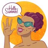 Bonjour été Portrait d'une fille bronzée dans des lunettes de soleil illustration de vecteur