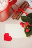 Bonjour avec du chocolat chaud sur la table en bois Images libres de droits