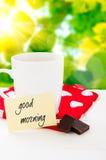 Bonjour avec le sourire et le café de tasse Images stock