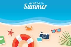 Bonjour bannière de carte d'été avec le backgroun d'art de papier de plage de vacances Photographie stock