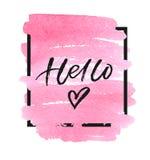 Bonjour lettrage avec le coeur sur la tache rose d'aquarelle Illustration de vecteur Photographie stock libre de droits