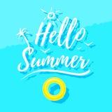 Bonjour lettrage d'été et anneau en caoutchouc sur l'eau Photo libre de droits