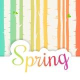 Bonjour lettrage de ressort avec les fleurs et les feuilles plates Fond de forêt de bouleau de ressort Photos stock