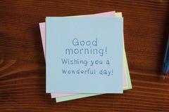 Bonjour ! manuscrit sur une note Image stock