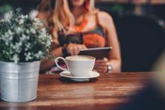 Bonjour pendant le matin avec du café aromatique d'amour du café I j'aime t Images stock