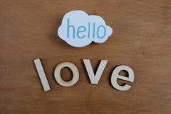 Bonjour texte d'amour avec les lettres en bois Photographie stock