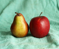 Bonkreta i jabłko na błękitnym płótnie Fotografia Royalty Free