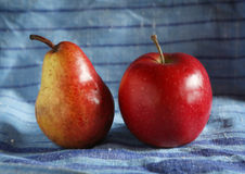 Bonkreta i jabłko na sukiennym tle Fotografia Royalty Free