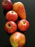 Bonkrety i czerwieni jabłka Zdjęcie Royalty Free