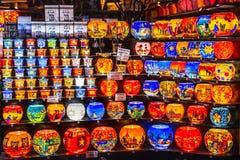 Bonn Duitsland 17 12 2017 die de kleurrijke kaars steekt lampen aan op de Kerstmismarkt worden verkocht stock afbeeldingen