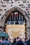 BONN, NIEMCY 17 12 2017 dekorujący znak przy wejściem boże narodzenia wprowadzać na rynek w Bonn, Niemcy obrazy stock