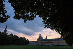 Bonn Tyskland universitetbyggnad i aftonen Royaltyfri Fotografi