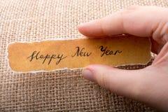 Bonne année écrite sur un papier déchiré à disposition Images libres de droits