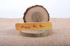 Bonne année écrite sur un papier déchiré Photo stock