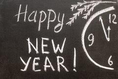 Bonne année 2017, écriture de main avec la craie sur le tableau noir Photos stock