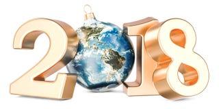 Bonne année 2018 avec la boule de Noël formée comme globe de la terre, 3 Photos libres de droits