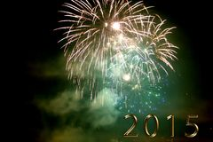 Bonne année 2015 - feu d'artifice par nuit Image stock