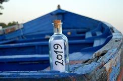 Bonne année 2019, message dans une bouteille photo libre de droits