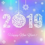Bonne année 2019 Nombres blancs et boule de Noël sur un fond olographe illustration de vecteur