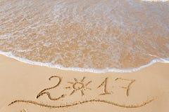 Bonne année 2017 sur la plage Images stock