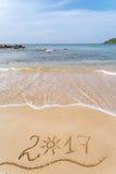 Bonne année 2017 sur la plage Photo libre de droits