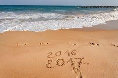 Bonne année 2017 sur la plage Images libres de droits