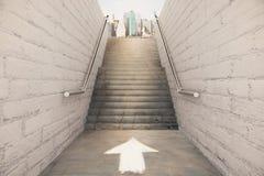 Bonne direction sur le concept d'escalier Images libres de droits