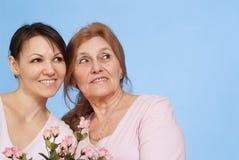 Bonne femme âgée caucasienne et son descendant Photos libres de droits