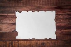 Bonne feuille blanche avec les bords brûlés Photographie stock libre de droits