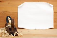 Bonne feuille d'avion de papier et vieil Photos libres de droits