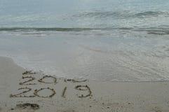 Bonnes années 2017, 2018 et 2019 manuscrits sur le sable photo libre de droits