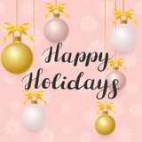 Bonnes fêtes Illustration avec les boules d'or sur le fond rose illustration de vecteur