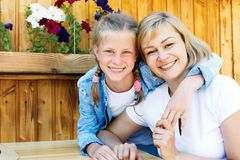 Bonnes relations de parent et d'enfant Moments heureux ensemble photographie stock libre de droits