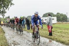 Bonnet Вильяма велосипедиста на дороге булыжника - путешествуйте de Франк Стоковое фото RF