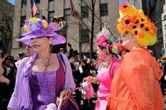 bonnet пасха наслаждаясь парадом стоковая фотография rf