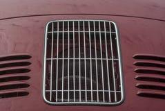 Bonnet met traliewerk en ventilatiegroeven van een oldtimer Porsche royalty-vrije stock foto