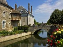 Bonneval, Frankrijk, met bloemen royalty-vrije stock afbeeldingen
