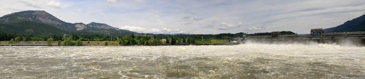 bonneville哥伦比亚水坝锁定全景河 免版税库存图片