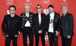Bono, Adam Clayton, Larry Mullen Jr, η άκρη, Neil Portnow Στοκ Εικόνες
